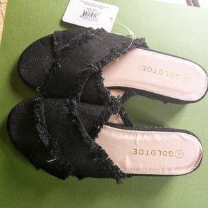 """NWT black cross over 2"""" sandal"""